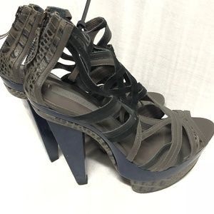 BcbgMaxAzria Gray leather platform heels sandal 9